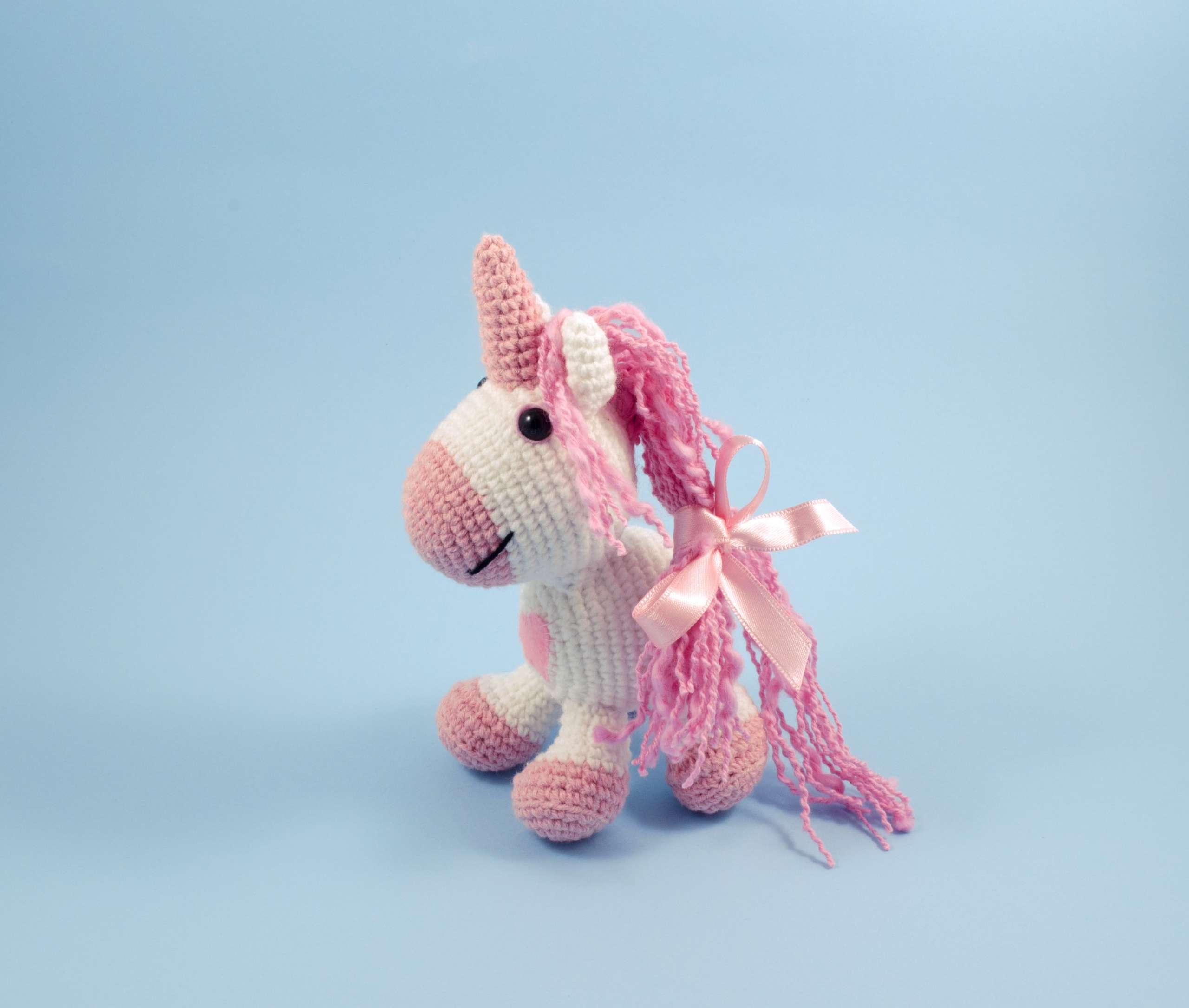 amigurumi pink unicorn side view