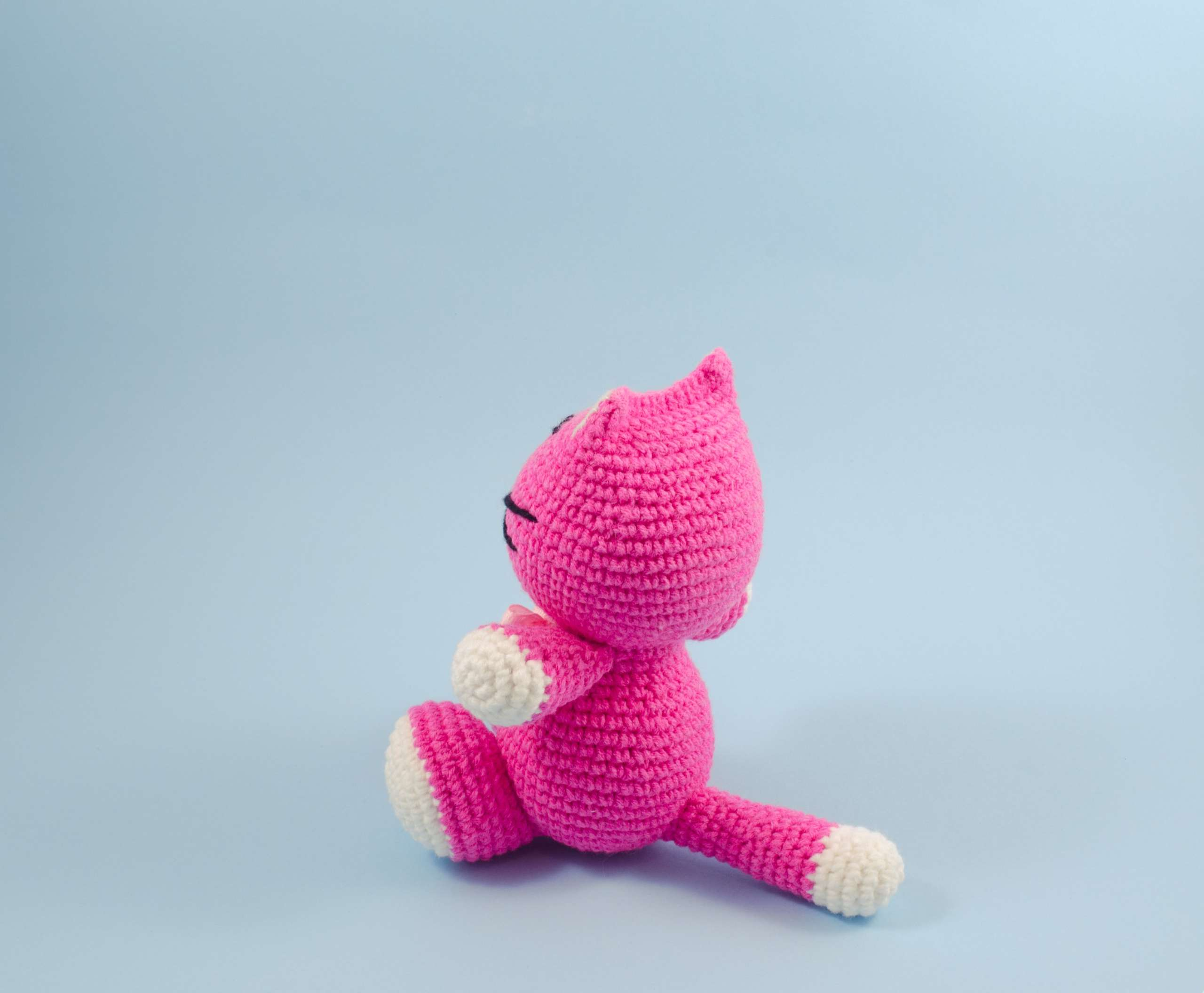 crochet pink cat side view
