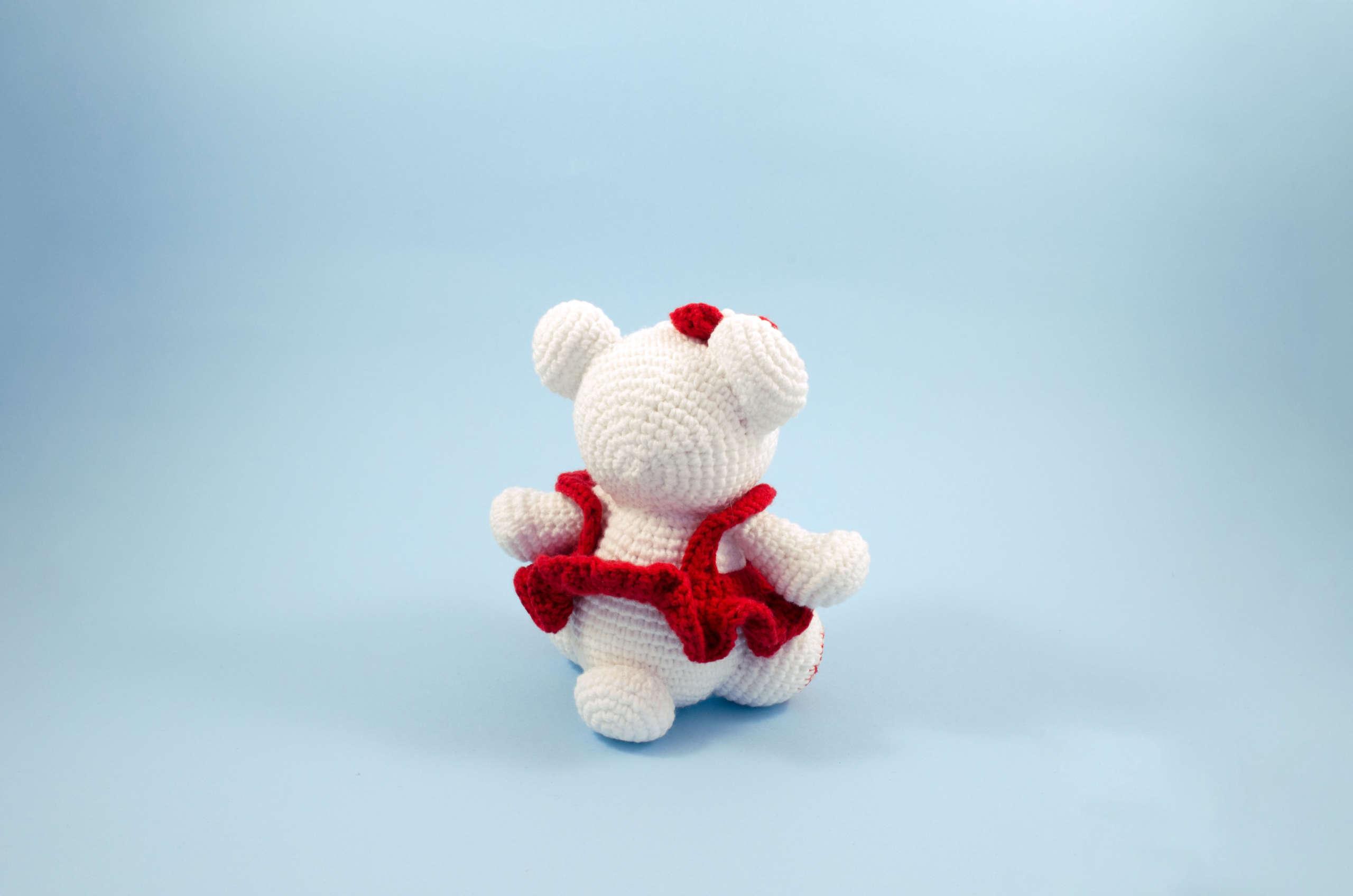 crochet snow white teddy bear back view