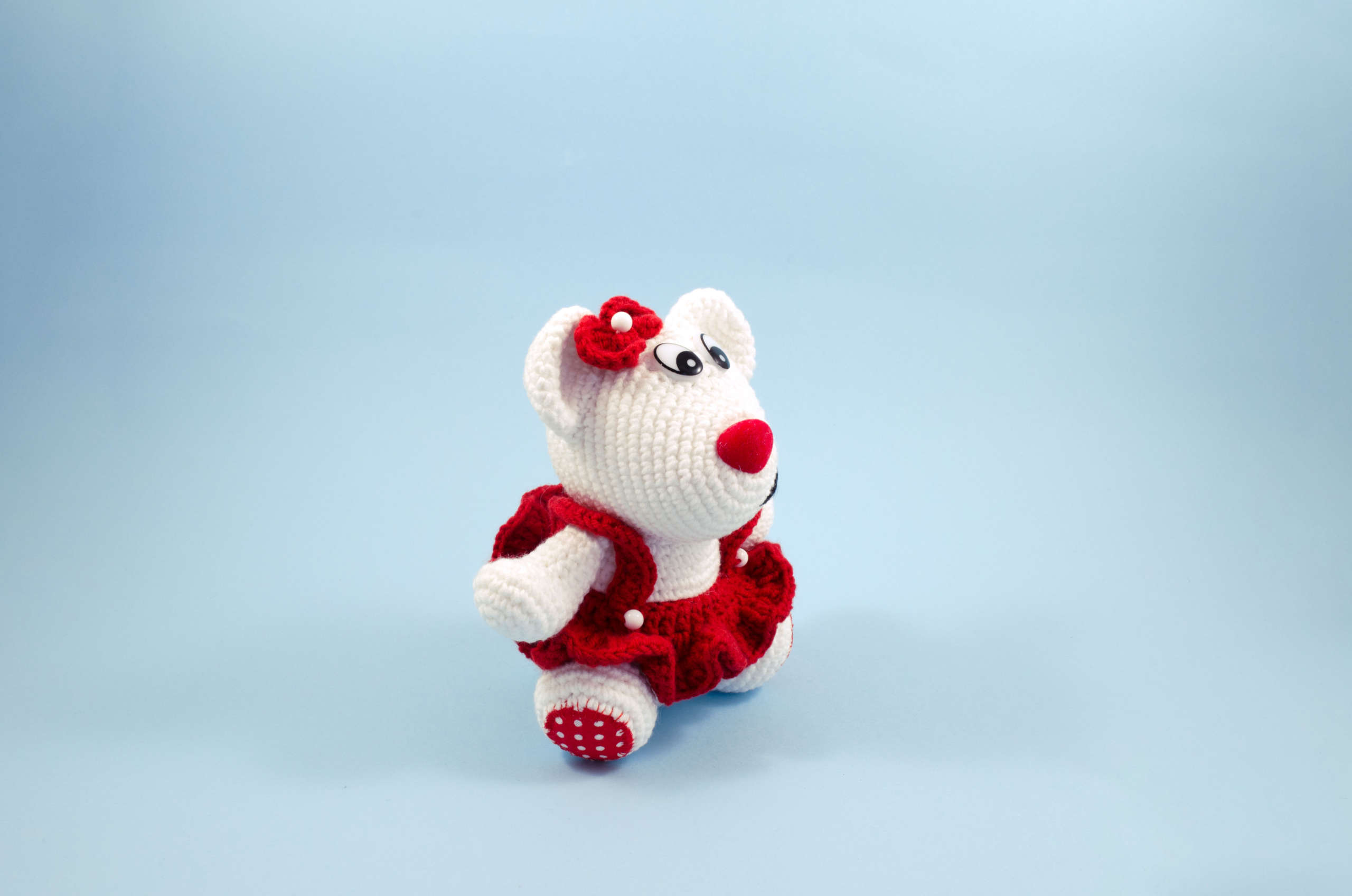 crochet snow white teddy bear side view
