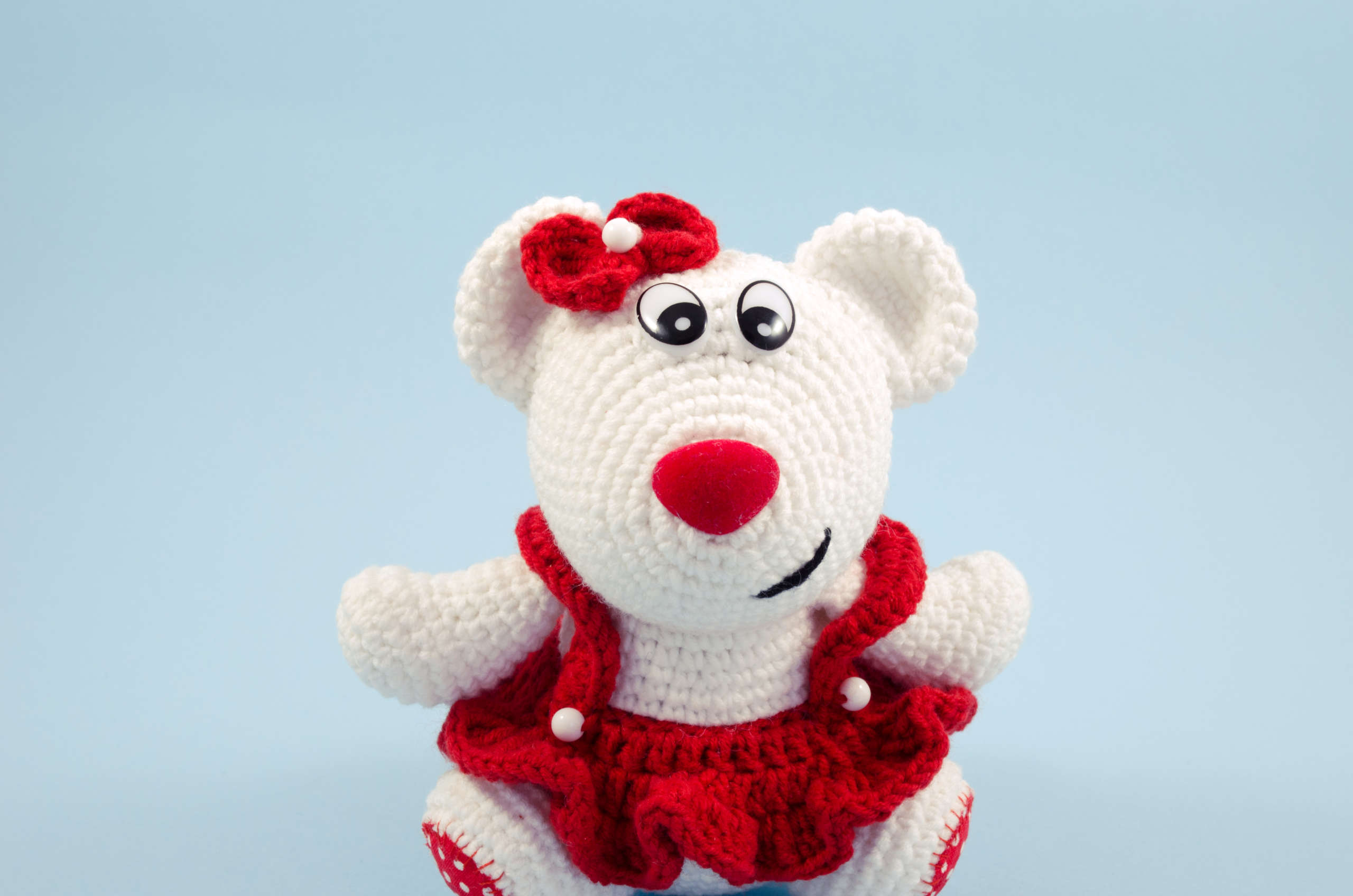 crochet snow white teddy bear close up view
