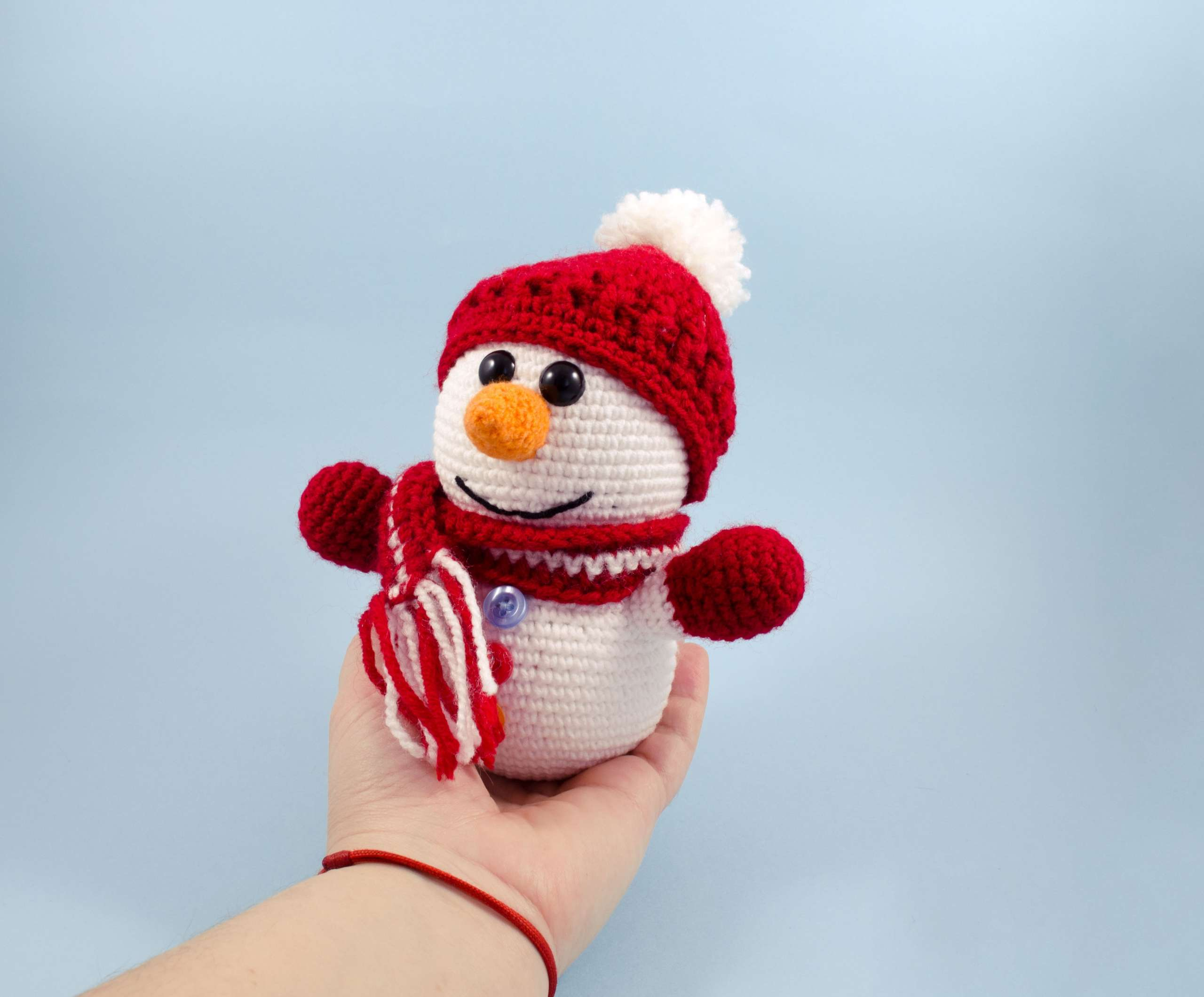 holding in hand little snowman