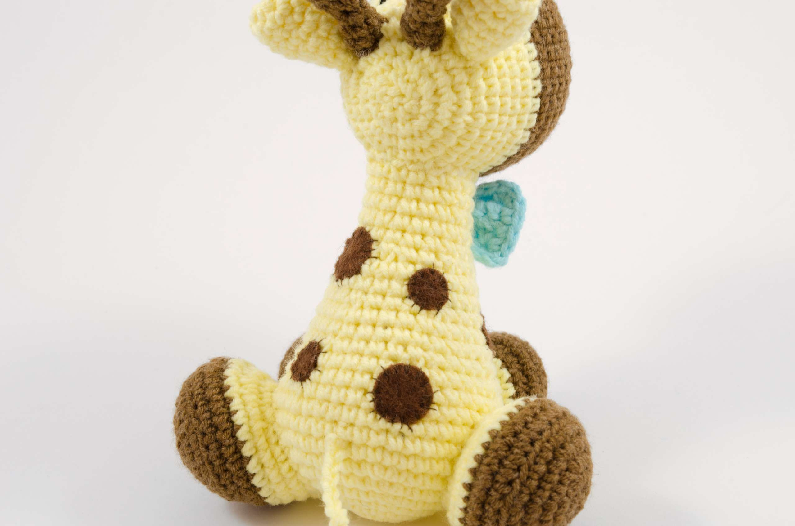 crochet giraffe back view