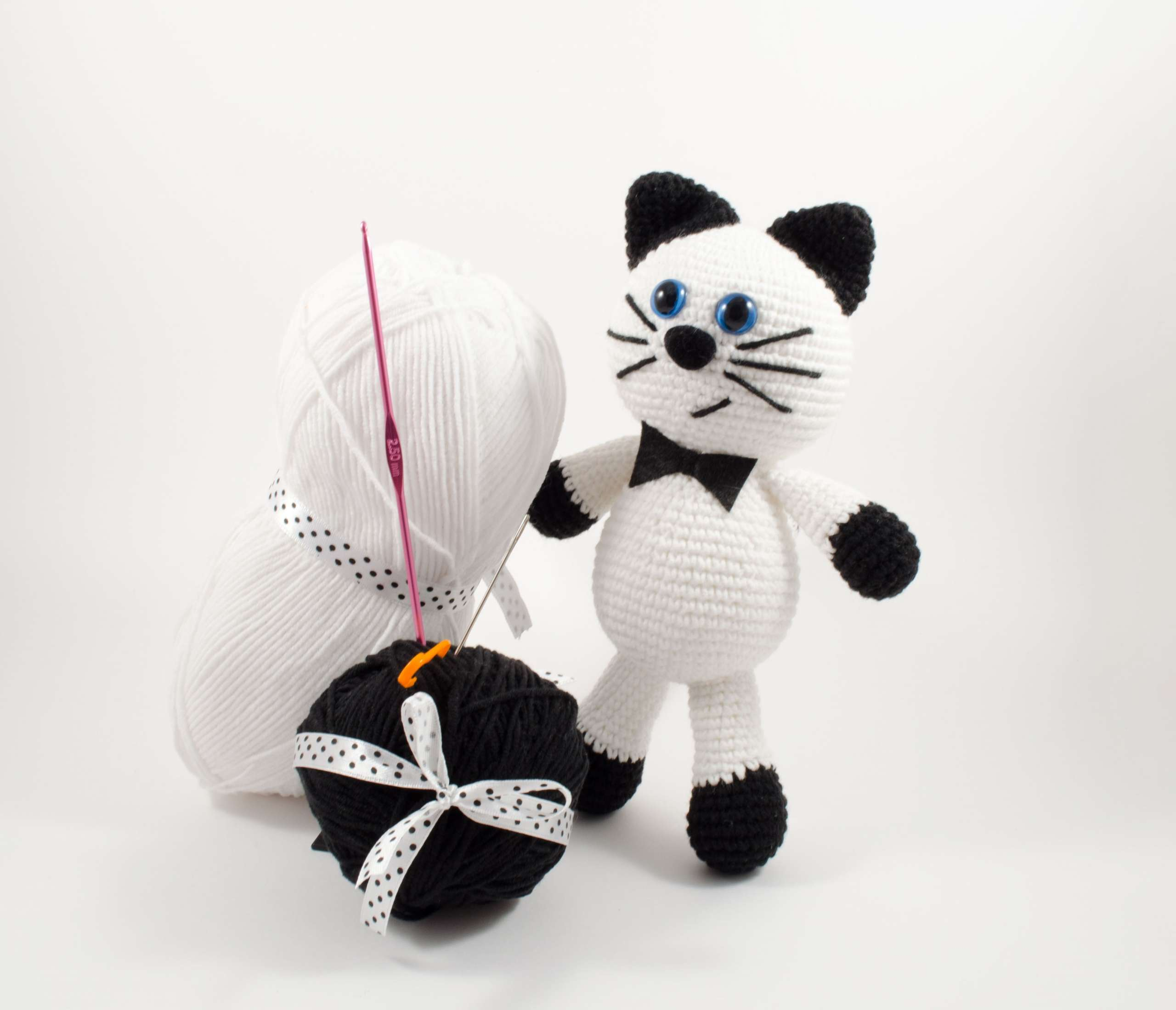 crochet white cat front view