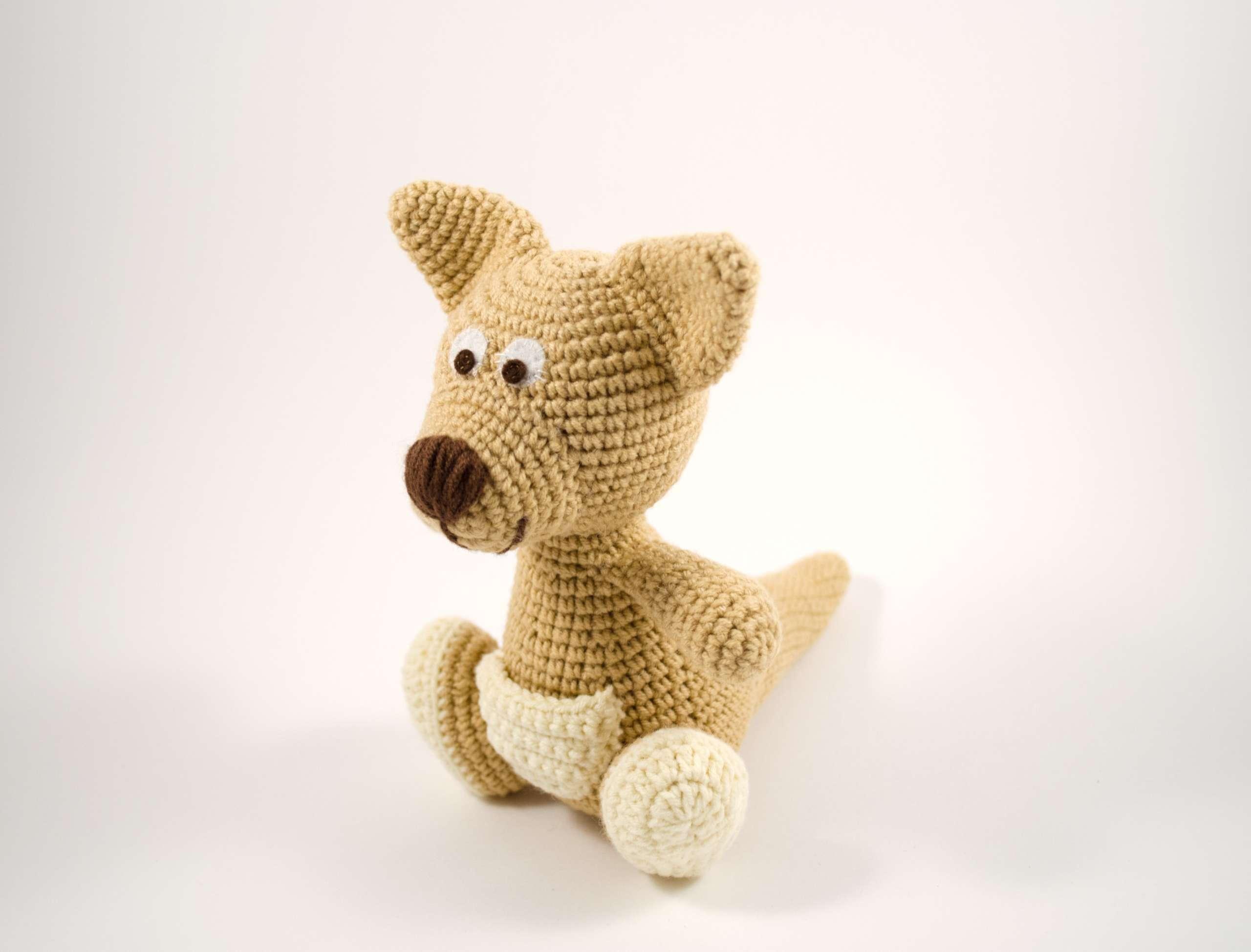 crochet brown kangaroo side view