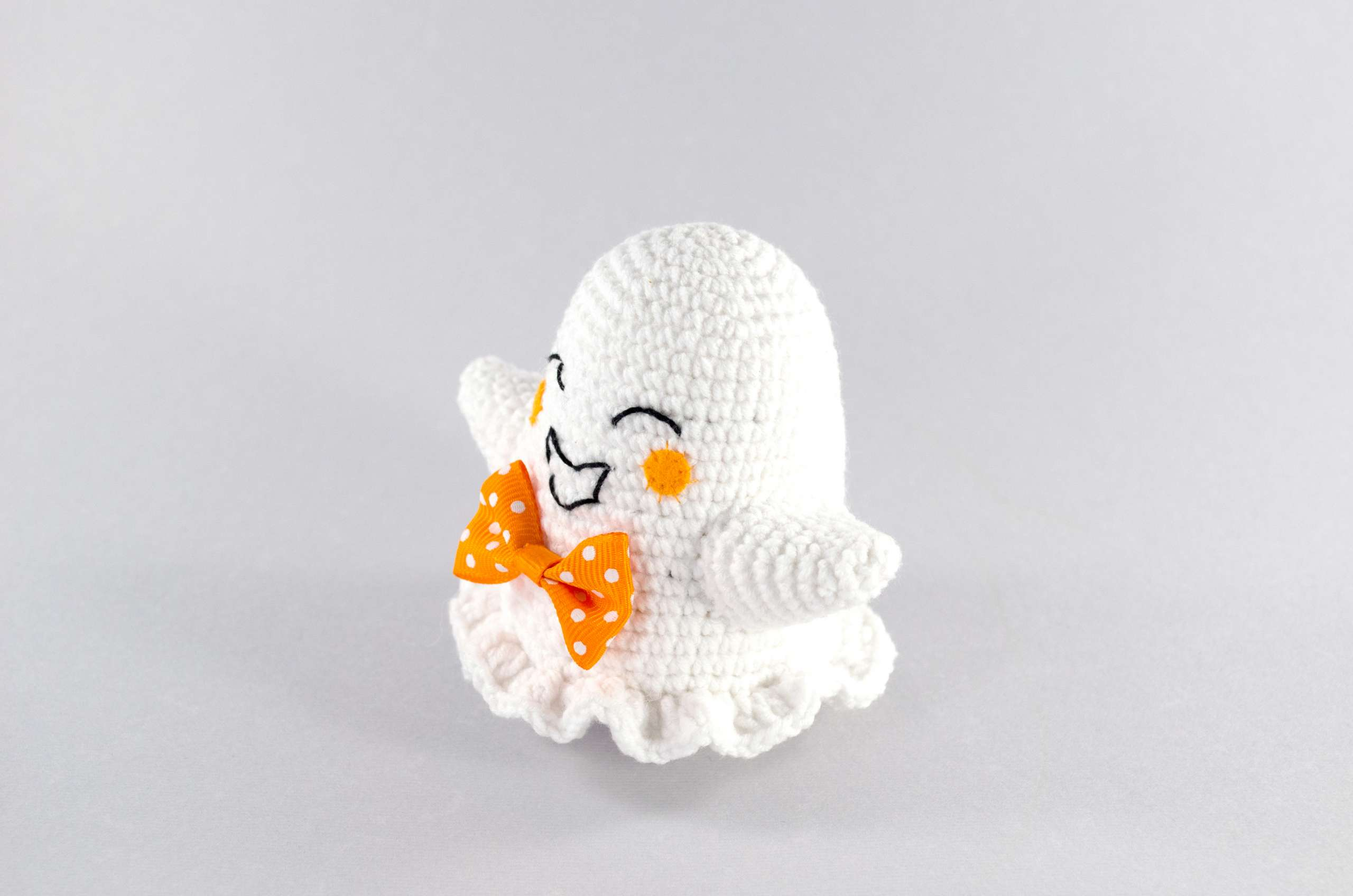 amigurumi halloween ghost side view