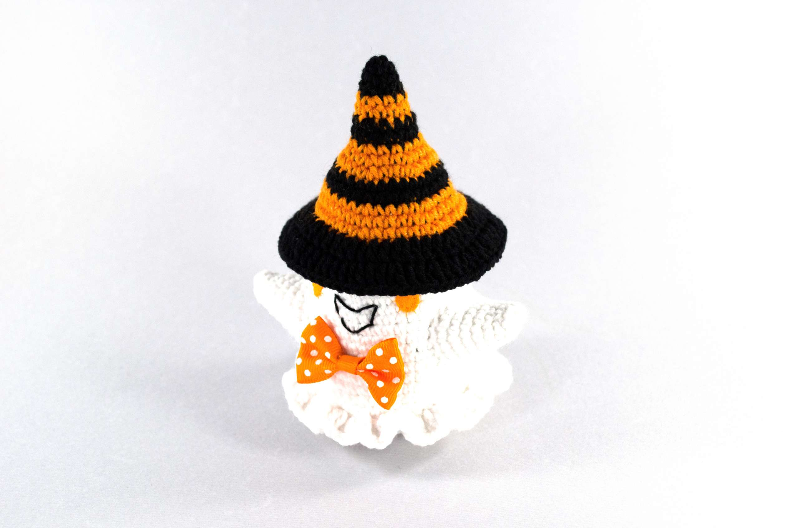 crochet halloween ghost with hat front view