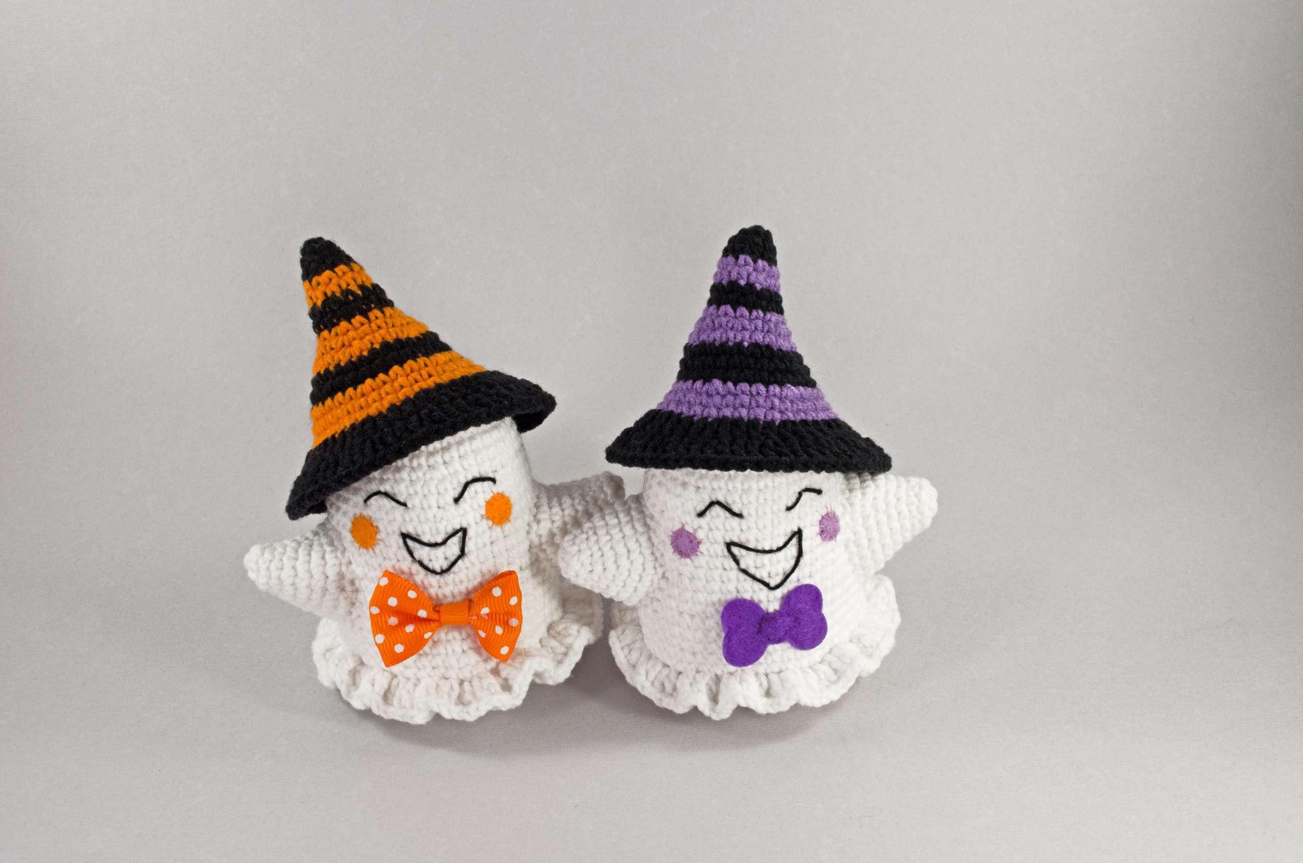 cute halloween crochet ghosts