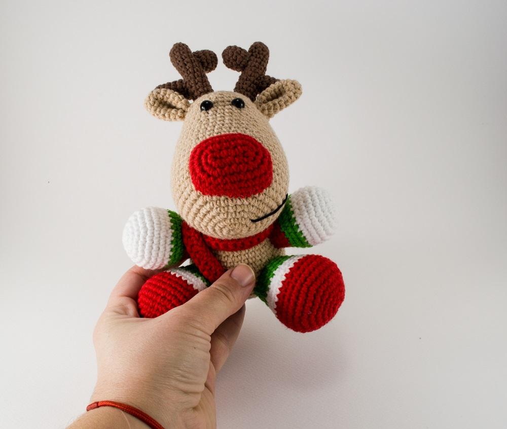 crochet christmas reindeer front view